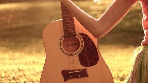 Как новичку настроить классическую гитару?