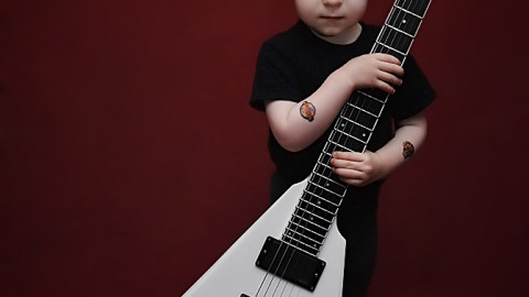 Как научиться играть на гитаре самостоятельно с нуля?