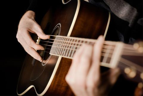 Как выбрать акустическую гитару