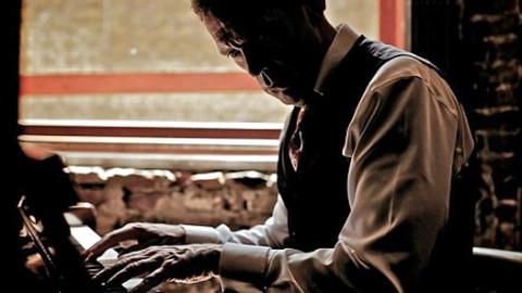 Как самому научиться играть на пианино?