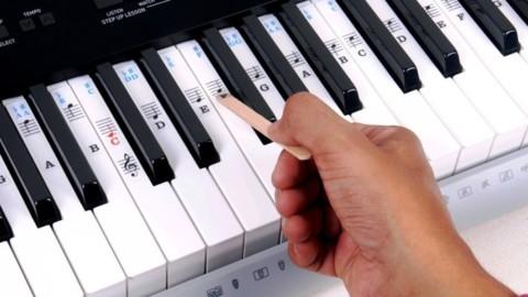 Черные клавиши на пианино