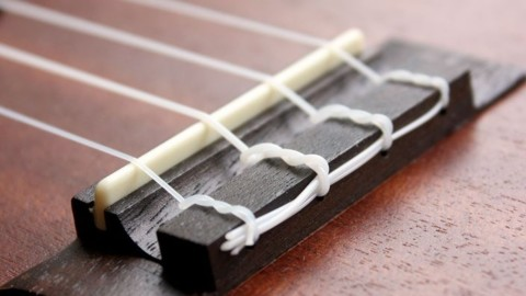 Как менять струны на укулеле