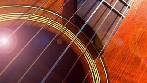 Разберемся, можно ли на классическую гитару ставить металлические струны
